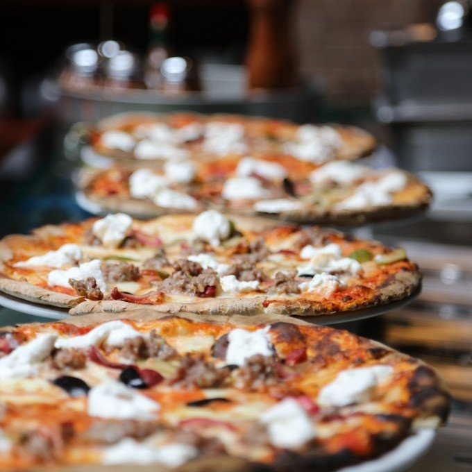 Guided Pizza & Cocktails Tour in Chicago
