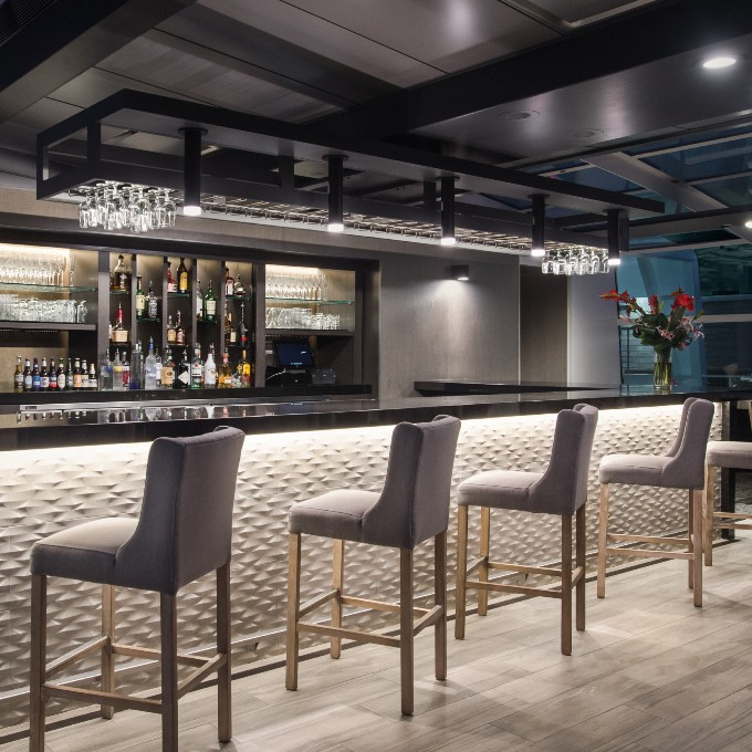 Beautiful bar on scenic dinner cruise