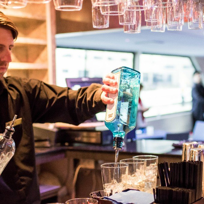 Bartender pours drink on SF dinner cruise