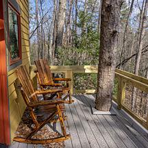 Balcony Treehouse Stay in SC