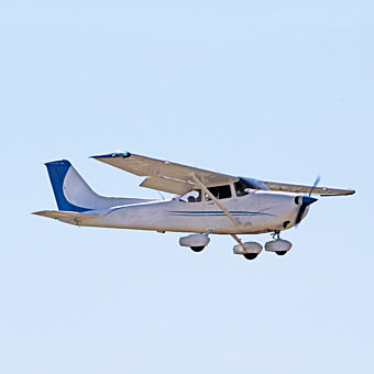 90-minute flight lesson in a Cessna 172 in Tennessee