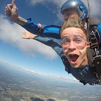 Tandem Skydiving near Portland